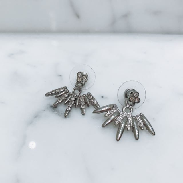 Pretty fashion earrings