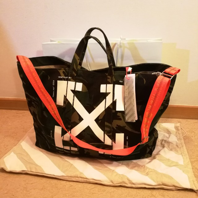 39e5ca1ef7a7 S S2018 Off-White c o Virgil Abloh collection in camouflage tote bag ...