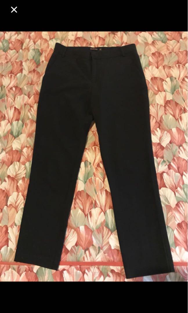 stradivarius crop pants black