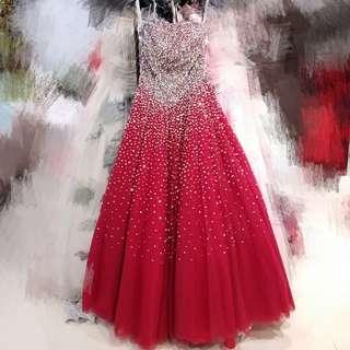 全新閃爍紅色晚裝, 觸目耀眼。red colour dress