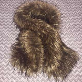 Aritizia babaton faux fur scarf