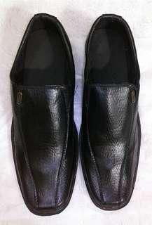 Sepatu kulit pantofel Crocodile