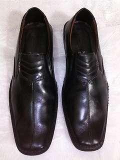 Sepatu kulit pantofel Bally