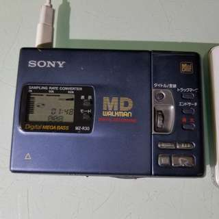sony md機 sony mz-r30 功能正常,機身有花痕 只能使用尿袋聽,送md一隻,尿袋一個 電線一條,沒有耳筒,老香港懷舊物品古董珍藏