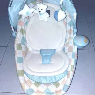 Bouncer Baby/ tempat duduk getar anak