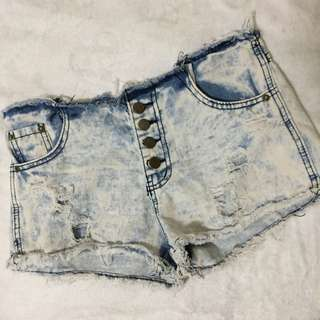 Bargain short (with flaws)