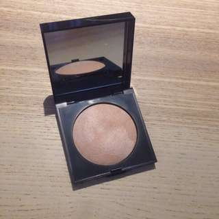 Laura Mercier Matte Radiance Baked Highlighter in 01