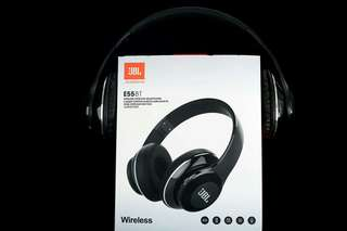 Supreme-sized limited-edition JBL. Supreme Headset 3-color Bluetooth headset