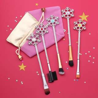 Snowflake makeup brushes