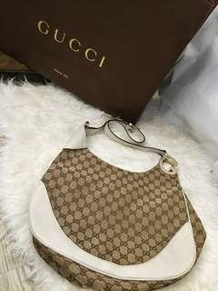 Excellent Condition 💯 Authentic Gucci Hobo