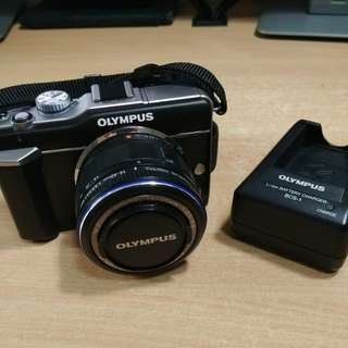 Olympus Pen E-PL1 with 14-42mm