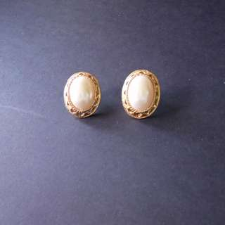 Pearl with gold outline earrings