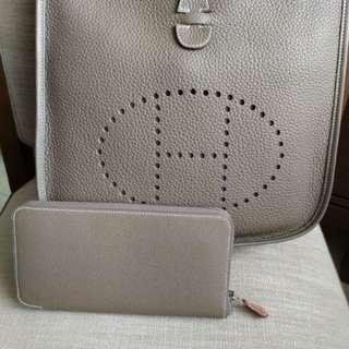 全新 Hermes silk in 絲巾長夾 etoupe 專櫃定價約$39,000 母親節好禮