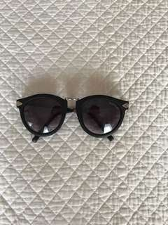 Karen walker sun glasses (dupe)