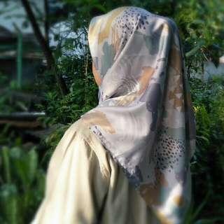 Kerudung/Hijab Segiempat Maxmara