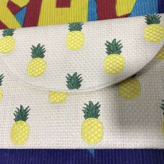 Clutch Pineapple Forever 21