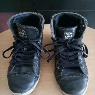 Sepatu sekolah tomkins