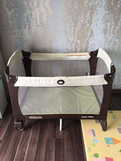 Graco Playpen with 2 latex mattresses