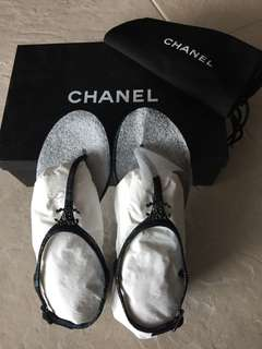 💯 New and authentic Chanel sandals chanel logo 人字拖,size 37.5