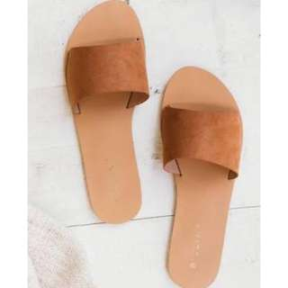 Billini size 7 tan suede sandals