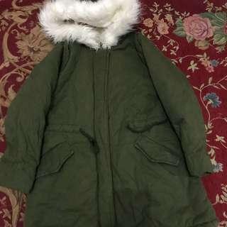 Jaket parka anak army,beli di korea..cm sekali pemakaian..anget bgt,bulu2 lmbut,beli 800ribh jual murah aja