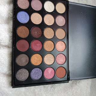Pre loved super pigmented eyeshadow palette