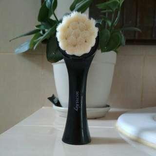 Secret key facial foam brush