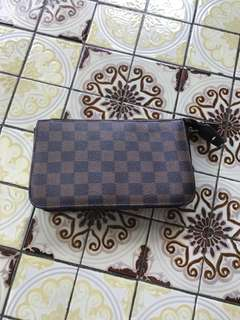 LV damier pouch