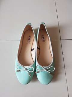 ORIGINAL THE LITTLE THINGS SHE NEEDS FLAT SHOES IN TOSCA