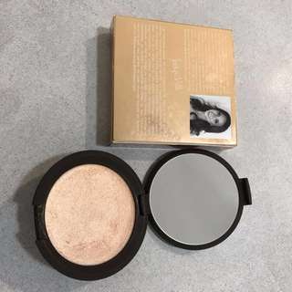 Becca Champagne POP Jaclyn Hill highlighter shimmering skin perfector