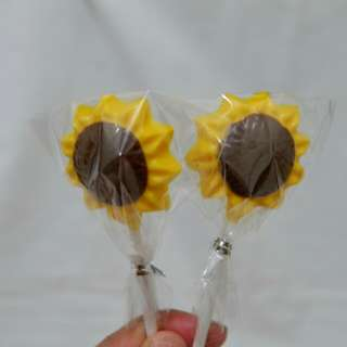 Sunflower chocolate lollipops