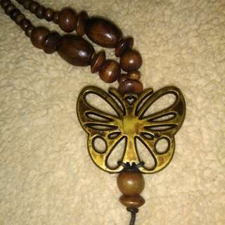 Kalung kayu butterfly