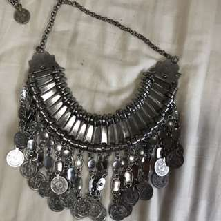 Lulus popular influencer inspired necklace