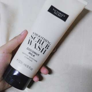 VICTORIA SECRET authentic scrub