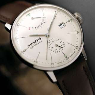 出 Junkers Bauhaus 6060-5  奧地利買來送家父,因款式不喜愛而未帶出街過。 前後透明貼紙未除,錶帶貼牌還在,連說明書、包裝盒