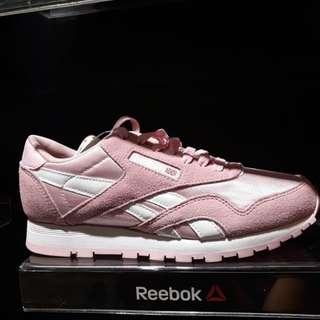Sepatu reebok nylon pink women