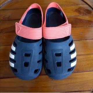 Adidas kids sepatu sandal size 32