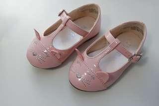 Children's place size 4 shoes