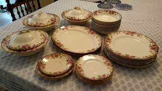 Royal Doulton English Rose Dinner Service