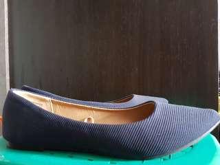 Sepatu Rubi warna biru tua/navy size 38