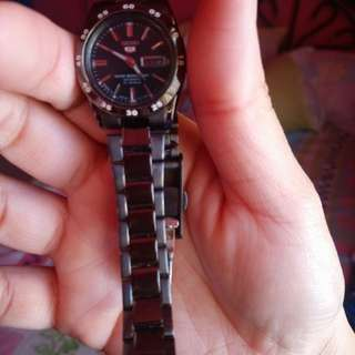 Seiko original.. Used.. Color bit faded..scratches.. . Automatic.... No box.. But still good condition... SF free only for manila