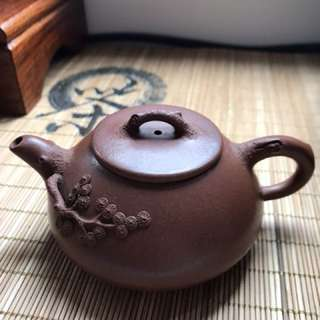 四春底糟青紫砂壺 Rare purple clay Zisha Teapot with spring design