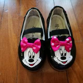 Minnie shies