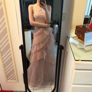 裸粉色禮服