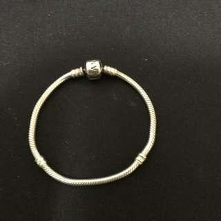 Pandora bracelet n charms
