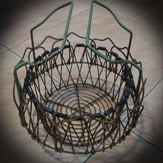 Vintage Unusual design eggs wire basket