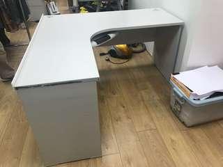 辦公室L字枱 (2張一共300)