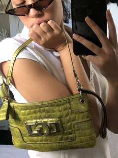 VINTAGE GREEN GUESS PURSE