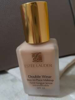 Estee Lauder Double Wear Foundation in Ecru