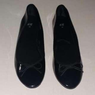 H&M Charol Black Ballet Flats